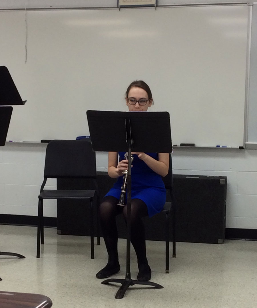 Zoe Vuchelich at the IHSA competition playing her clarinet.