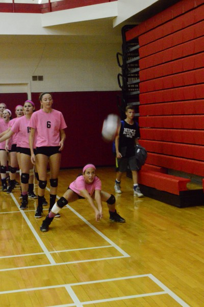 Alexis+Serna+warms+up+before+the+team%27s+%22Volley+for+a+Cure%22+event.