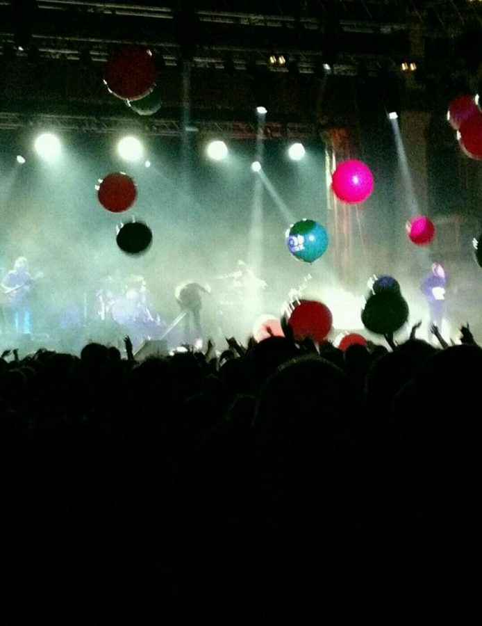 The+concerts+in+the+Aragon+Ballroom+brings+the+audience+together.+