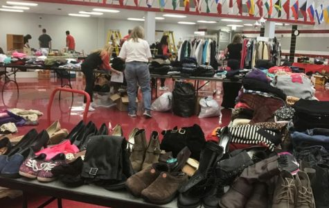 Palatine spirit teams host a community garage sale