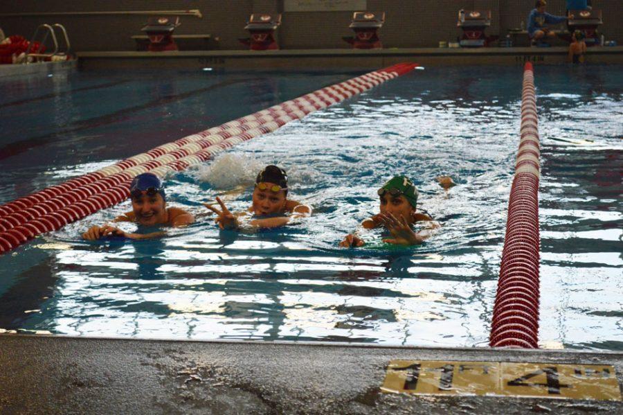 Megan+Obernesser+%2819%29%2C+Jane+Smith+%2820%29+and+Ola+Gorecki+%2822%29+practice+in+preparation+of+the+long+swim+season.