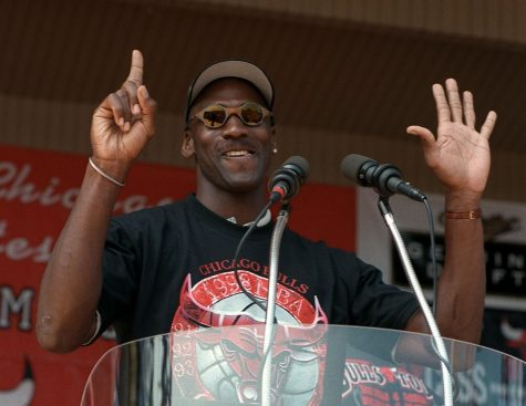 Michael Jordan holds up six fingers for each Bulls championship as he addresses the Grant Park crowd on June 16, 1998.